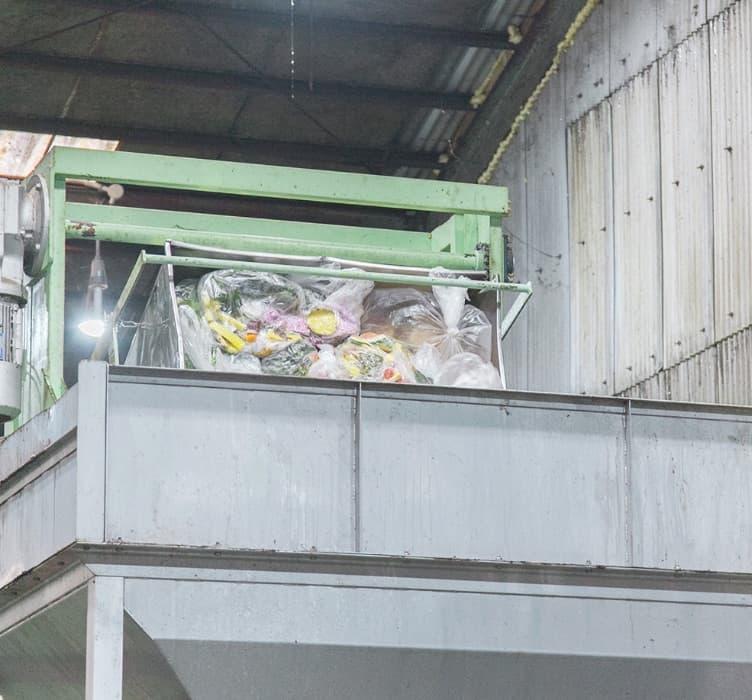 食品廃棄物コンテナの振り落とし